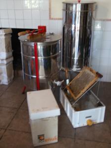 Elementos para la extracción de miel. http://www.beegardenmalaga.com